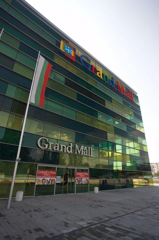 bulitglass_grand_mall3_1420420454.jpg